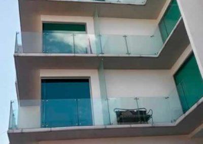 designalum-barandal-cristal-templado-balcon