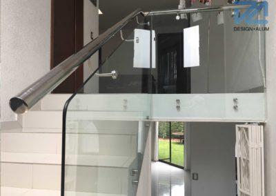 designalum-barandal-escaleras-acero-vidrio-templado