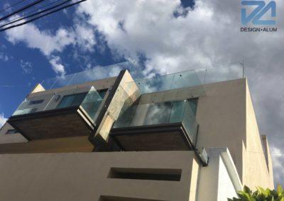 designalum-barandal-vidrio-templado-balcon